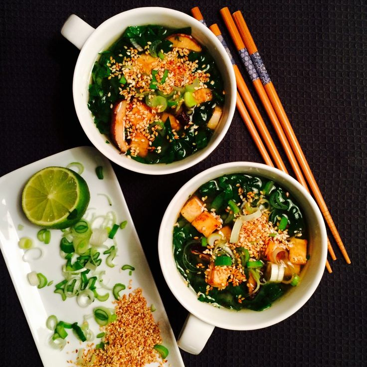 Misosuppe med spinat, shiitake og tofu - Green Bonanza