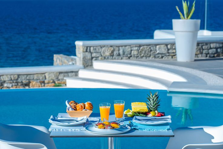 Holiday in De.light Boutique Hotel is an all senses feast starting from a delightful breakfast finishing with an amazing dinner in our restaurant! For more click on https://goo.gl/X0Xud0  #mykonos #mykonosisland #greekislands #summer2017 #visitgreece #delighthotel #gastronomy