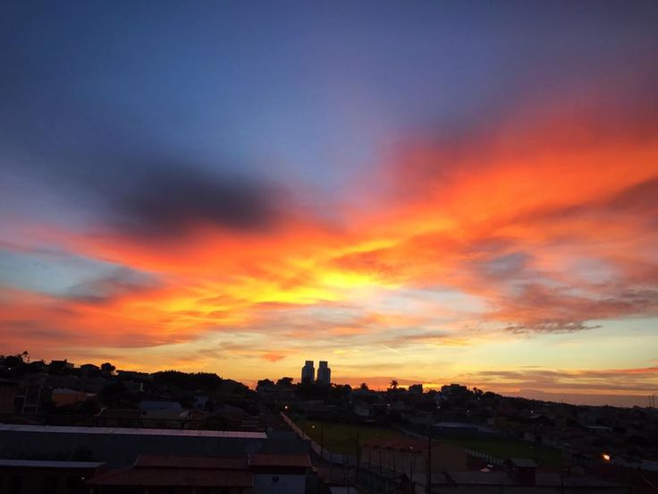 Após as fortes chuvas de domingo, calor será forte nesta segunda-feira -     Nesta segunda-feira, dia 06, as condições de instabilidade diminuem na maior parte do estado de São Paulo. A previsão é de céu com nebulosidade variável, com pancadas de chuva especialmente nos períodos da tarde e da noite.  As temperaturas estarão em elevação. Na terça-feira, 07, - http://acontecebotucatu.com.br/geral/apos-as-fortes-chuvas-de-domingo-calor-sera-forte-nesta-