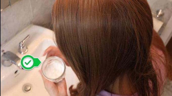 Fatigué des shampoings remplis de produits chimiques et qui ruinent vos cheveux ? Et qui en plus, vous coûtent cher... Alors, essayez ce shampooing à base de bicarbonate de soude. Non seulement,...
