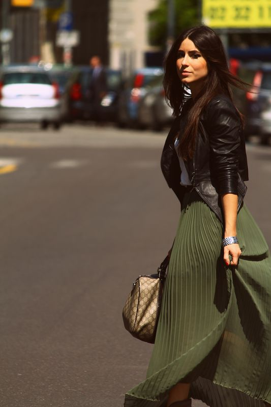 Cute, love the green skirt and the leather jacket!