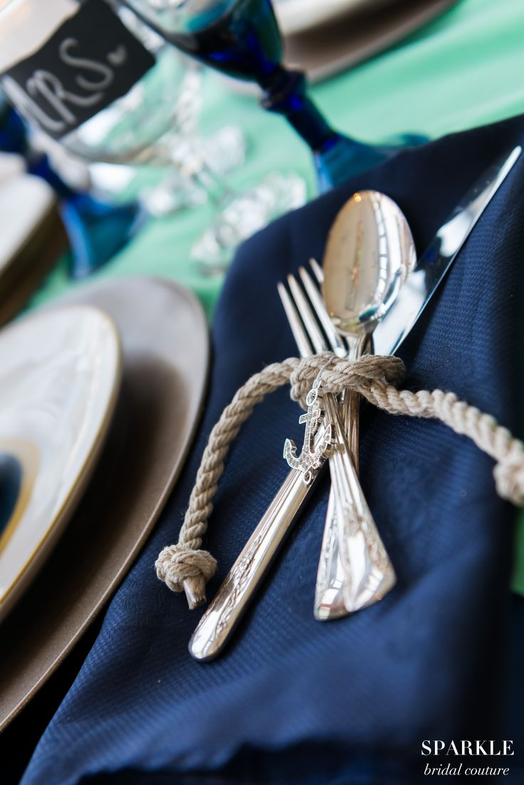 Such a adorable way to add touches of rope to your table setting and you can't forget to add the anchor charm.  #Nauticalwedding #Tablesetting #Anchor #Weddingdecor @elegantwedding #leilanipaularphotography