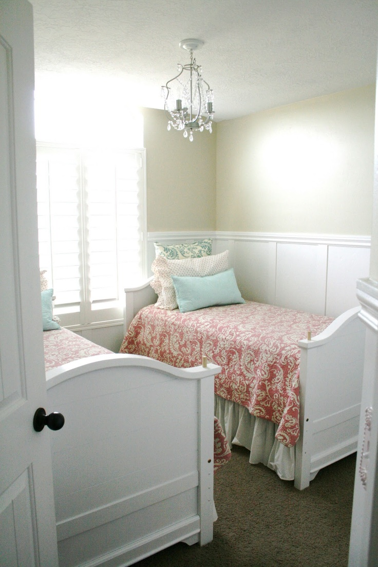 Small Bedroom With Two Beds 17 Best Images About Two Beds In A Small Room On Pinterest Small