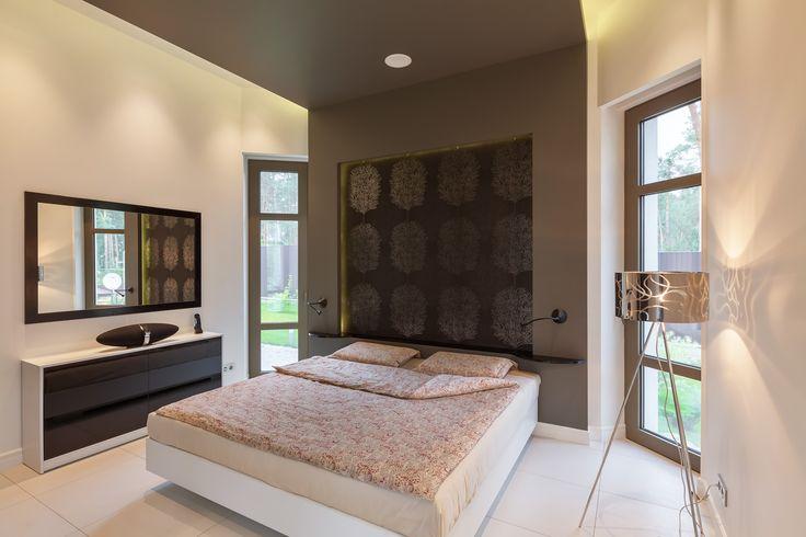 Универсальный и лаконичный интерьер спальни для гостей.