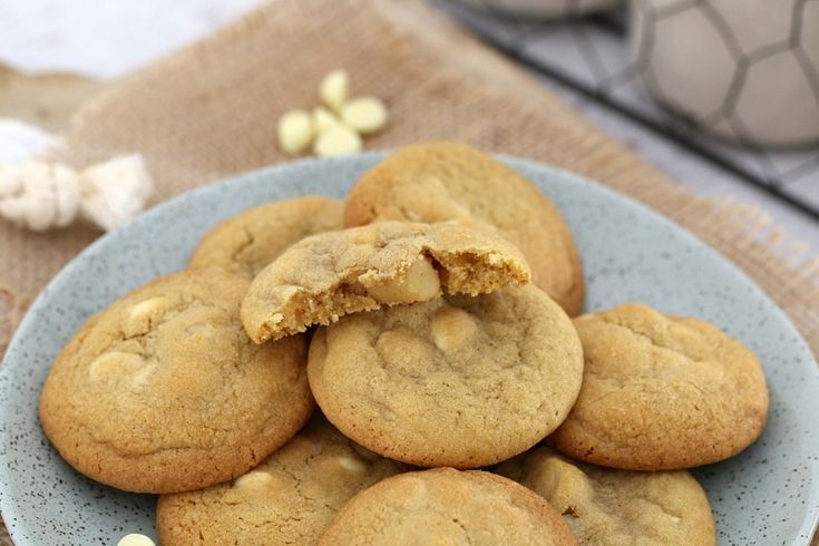 Need a batch of yummy cookies in a hurry? These Thermomix Macadamia & White Chocolate Chip Biscuits are sure to be the perfect cookie tin filler!