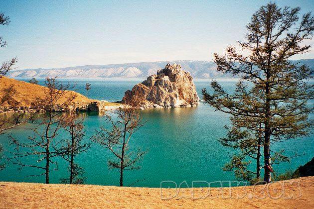 Байкал – одно из самых красивых озер в России