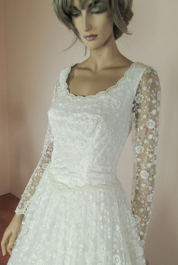 Beautiful wedding dress 90s - Vintage bridal gown from 1990s -Fully lace wedding dress- made in Italy