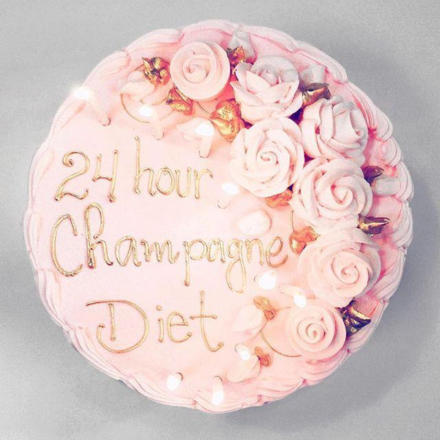 What a want for my birthday cake this year ✌️ #cake #lyrics #drake #money2blow #drakeoncake