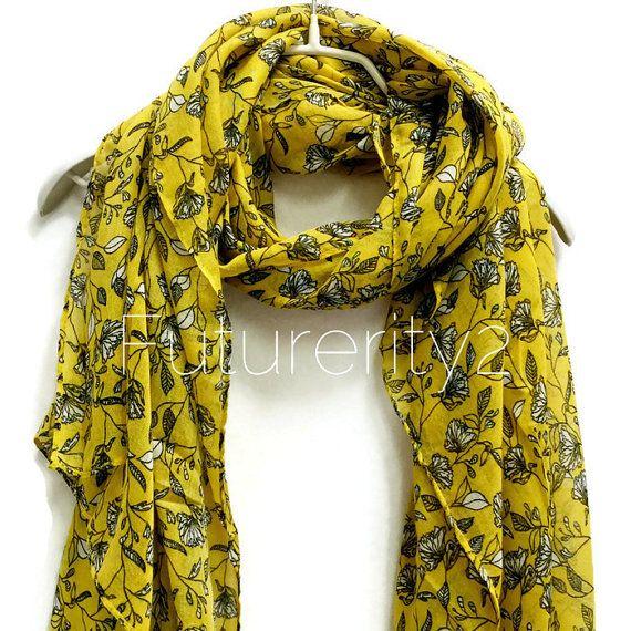 Kleine Doodle bloemen mosterd gele sjaal / zomer sjaal lente / herfst sjaal / vrouwen sjaals / giften voor haar / accessoires / handgemaakt