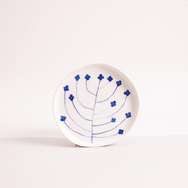 Image of mały talerzyk z kobaltowym kwiatem
