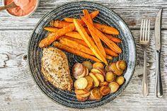 Filet de poulet, carottes et pommes de terre rissolées