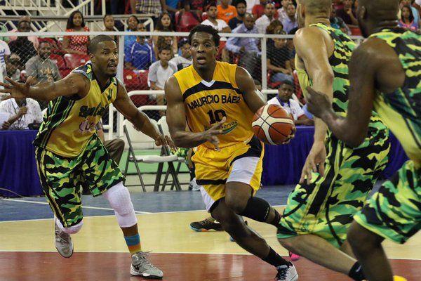 San Carlos y Mauricio Báez buscan tickets a Serie Final basket distrital