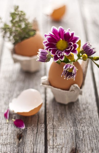 Now who can't do even this?  A bit of latex paint dribbles or splashed on egg crate baskets would be really nice too.   41 FASHIONABLE IDEAS TO  DECORATE YOUR HOME FOR EASTER