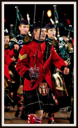 Gorgeous men of Scotland: will ye be wearing kilts???