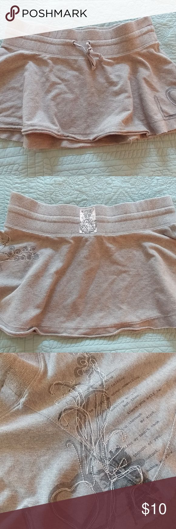 Abercrombie and Fitch skirt Abercrombie and Fitch skirt. Draw string waist, gray, size large. Used and in good condition Abercrombie & Fitch Skirts Mini