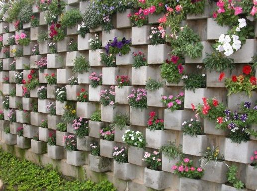 Jardim vertical. Técnica de blocos pré-moldados. Utiliza blocos pré-moldados…