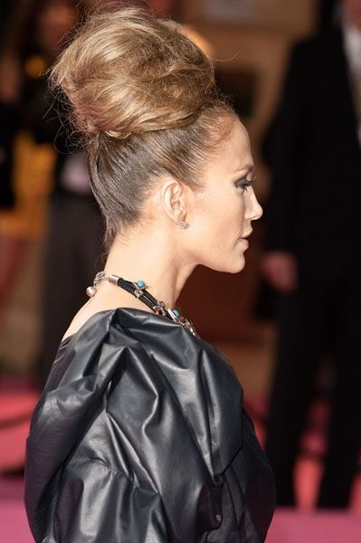 Jennifer isn't afraid to try anything. Her sculptural bun is perfect with her tough leather dress. #jenniferlopez #jlo #hair