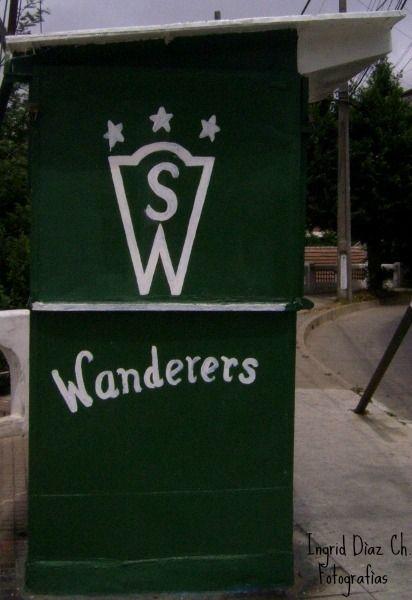 Santiago Wanderers !!el equipo de sus amores ...los porteños lloran a este equipo de futbol. Este kiosko es la prueba fehaciente de ese amor.