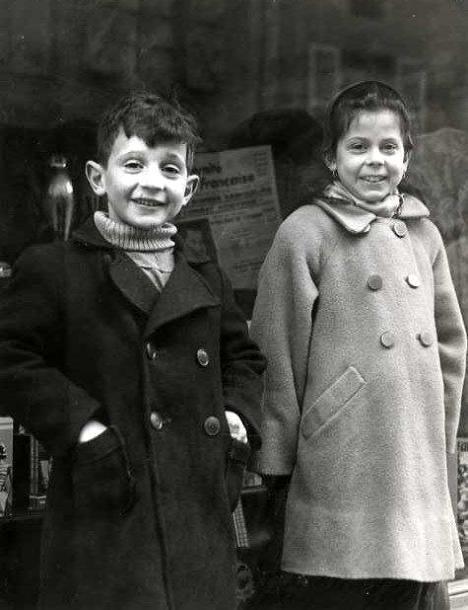 The little couple Paris 1950 Robert Doisneau