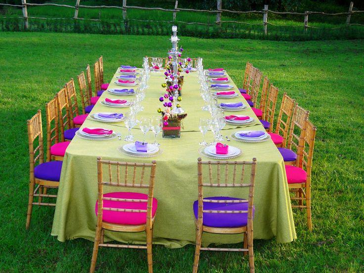 Montaje en colores lollipop Perfecto para conviviós empresariales en mesa imperial.   SPECIAL EVENTS   Alquileres y Banquetes. Fotos tomadas en Quinta del sol.