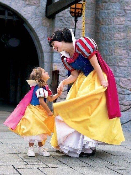 When Snow White hung out with this mini-Snow White.   25 Times Disney Face Characters Were Completely Adorable