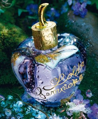 Lolita Lempicka. I used to dream of buying it when I was a kid, before being able to afford it. I prefer Si Lolita. I still keep memories from the beautiful ads.