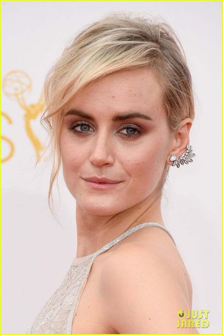 Taylor Schilling at the 2014 Emmys: 2014 Emmy, Emmy Awards, Awards 2014, Red Carpets, Taylor Schilling, Taylors Schilling, Emmy 2014, Ears Cuffs, Low Buns