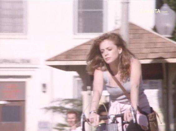 """Pamela Ludwig"" - ""Rush Week"" (1989) #Uffie #Brexit #Brexpat #fiets #Fahrrad ""#Jízdní #kolo"" #PAL #VHS #fotografie #2dehands #Marktplaats #kunst #erotisch ""#Danielle #Harris"" #indie #fotografie ""#Charlotte #Wessels"" ""#Floor #Jansen"" #kunst #Rotschopf #Ponys #Frisuren ""#capelli #rossi"" #frangia #frange #Nicosia #Cyprus #Athene #Griekenland #Praag #Tsjechië #Czechia ""#Karlovy #Vary"" #Grieks #Erasmus #Grufti #gothique #garçonne #EU #EU27 ""#death #metal"" #bohemien #arthouse #feminismus…"