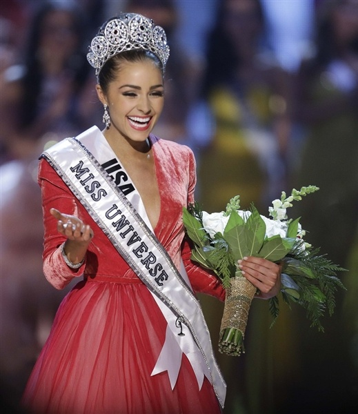 Miss USA Olivia Culpo is crowned Miss Universe (Photo: Julie Jacobson / AP)