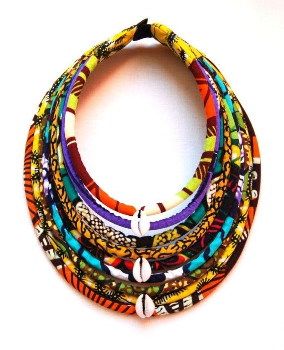 Maasai necklace / cowries wax 9 rows