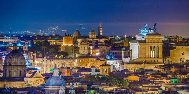 Несмотря на минувшие века в Риме сохранились сотни исторических объектов. Благодаря чему чувствуется сильнейший контраст между прошлым и современностью. Особенно сильно это заметно ночью, когда памятники, исторические объекты и административные здания начинают сиять от архитектурной подсветки.  Большинство светильников в городе созданы на основе светодиодных технологий. Ведь только они позволяют проектировать красивое и экономное освещение.  #светодиодное #освещение #рим #италия #led