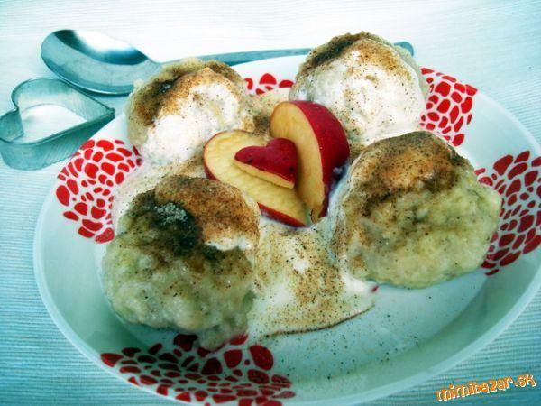 Tvarohovo jablkové knedlíky