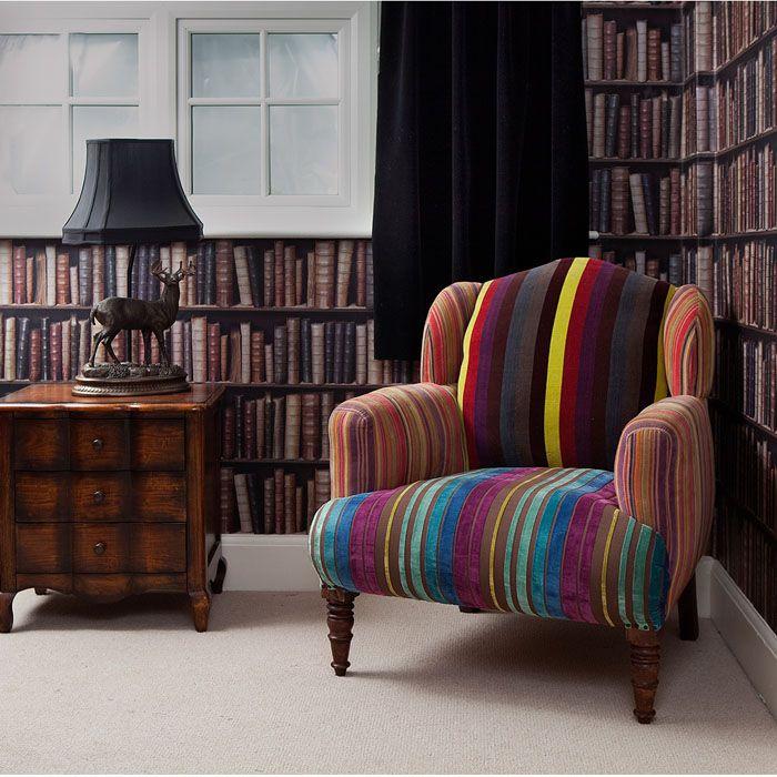 sillón tapizado con rayas diferentes colores, no la textura, si el estilo
