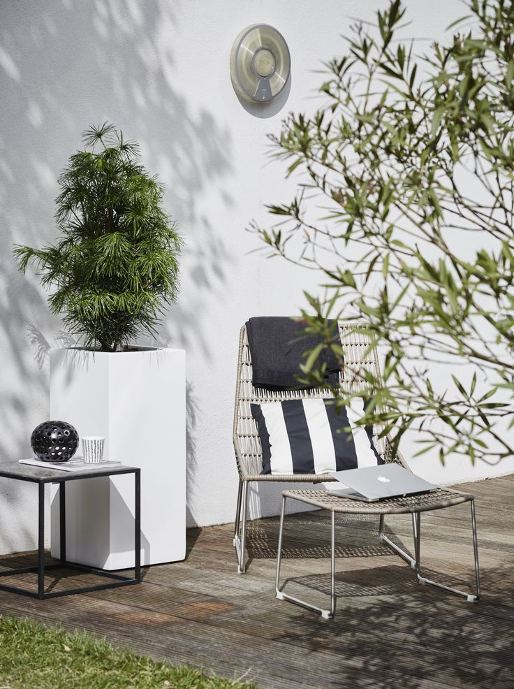 WFL High Square Planter White by Capi Lux #modern #design #terrace #outdoor #comfort #capieurope #summer #spring #green #plant #garden #tuin #planter #pot #grotepot #luxurious #rectangle #white #plantenbak #container #exteriordesign #exterior