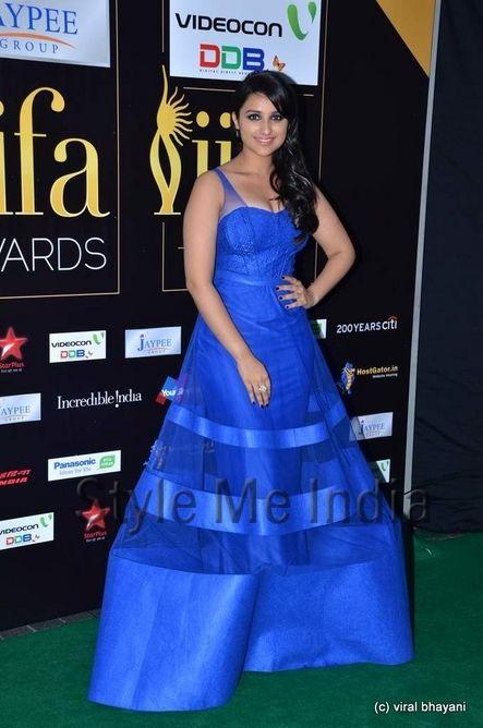 Parineeti Chopra in cobalt blue Jatin Varma  gown at IIFA Awards 2012 http://shar.es/qNUQm