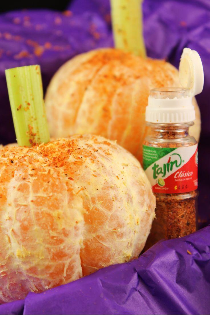 """Pumpkin with tajín // Mandarinas en forma de calabaza con algo de Tajín """"Halloween ideas"""""""