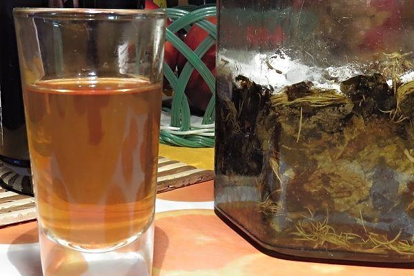Domácí bylinkový likér