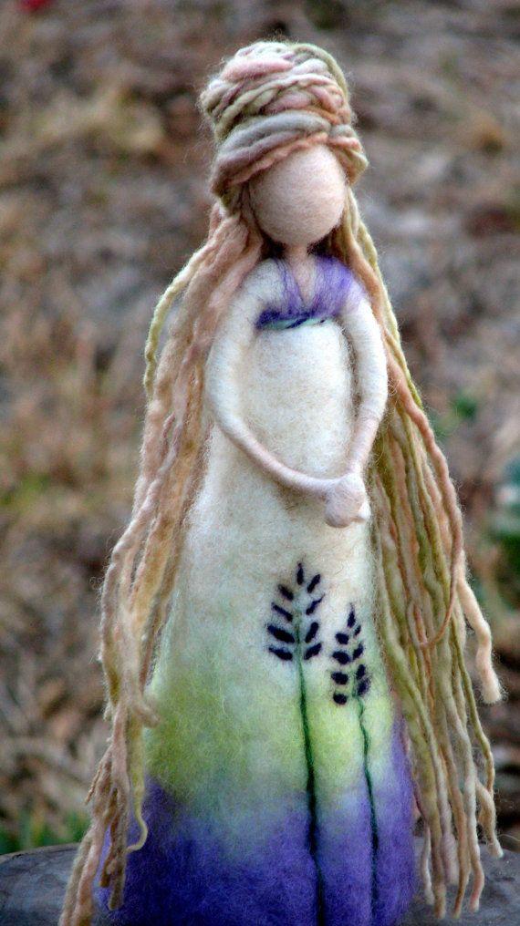 Muñeca fieltro arte de aguja Waldorf inspirado por Made4uByMagic