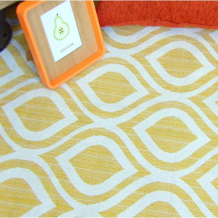 alfombra de algodn hecha en india con estampado en tonos blanco y mostaza