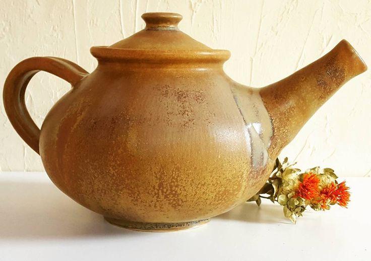 """7 kedvelés, 1 hozzászólás – Ceramiss Ceramic (@ceramiss) Instagram-hozzászólása: """"Itt a teáskancsó oldalról, nagy pocakkal :) #teapot #ceramic #tableware #kerámia #teáskanna…"""""""