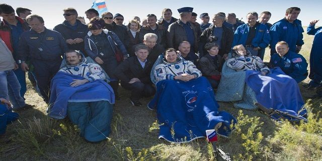 Tiga Astronot Ekspedisi 49 Mendarat dengan Selamat di Kazakhstan - Indopress, Astronomi – Komandan Stasiun Luar Angkasa Internasional Ekspedisi 49 dari Roscosmos, Anatoly Ivanishin; Insinyur Penerbangan Kate Rubins dari NASA dan Takuya Onishi dari Japan Aerospace Exploration Agency mendarat dengan …