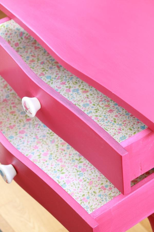 El bazar VINTAGE + CHIC: lámparas, muebles y objetos decorativos 100% vintage!: Mesilla magenta recuperada (ref. 8160) [] Hot pink bedside table (ref. 8160)