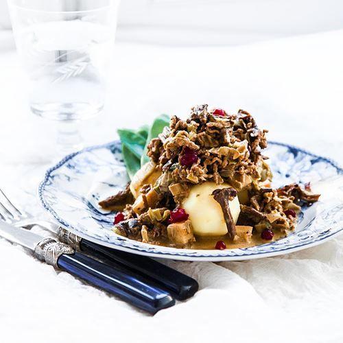 Recept på Älgfärsgryta med kantareller  - MatHem