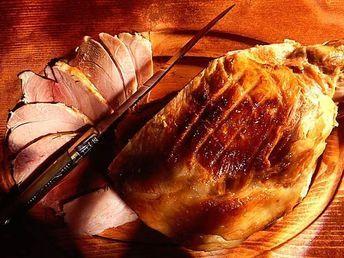 Découvrez la recette Jambon à l'os rôti sur cuisineactuelle.fr.