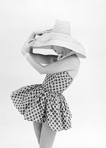 Marla Scarafia in a Federica printed cotton sunsuit, photo John French. London, UK,1958