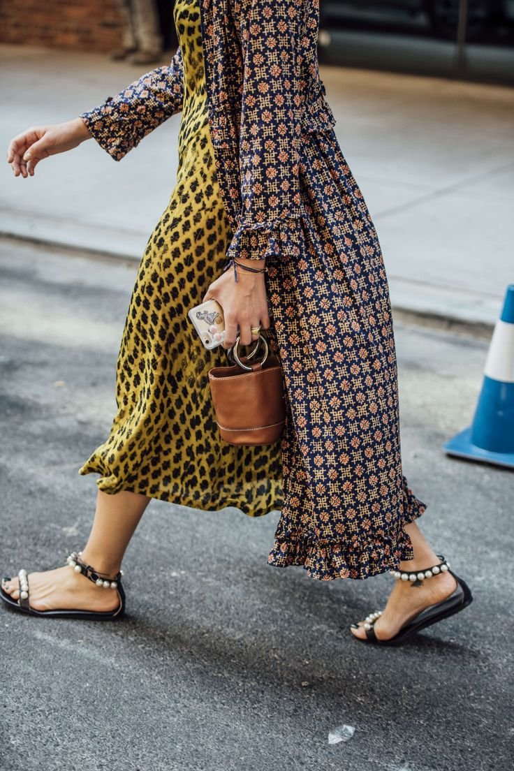 September 8, 2016 Tags Black, Red, Navy, Blue, Yellow, Women, Prints, Flats, Coats, Dresses, Bracelets, Bags, Rings, New York, Sandals, Pearls, SS17 Women's