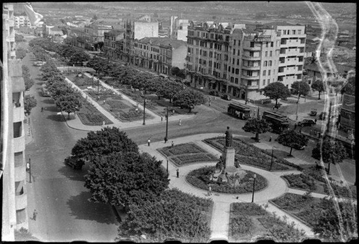 Praça Marechal Deodoro, antes do Minhocão. Achado em http://quandoacidade.wordpress.com/2012/11/14/sob-o-elevado/