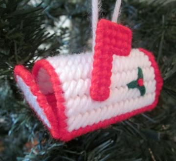 Mailbox Christmas ornament in plastic canvas
