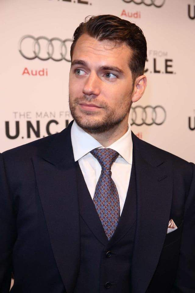 @HenryCavillOrg @GlamourMagUK is this still up for debate? The man has no competition, he is Bond !! pic.twitter.com/XXUqXJYZnI