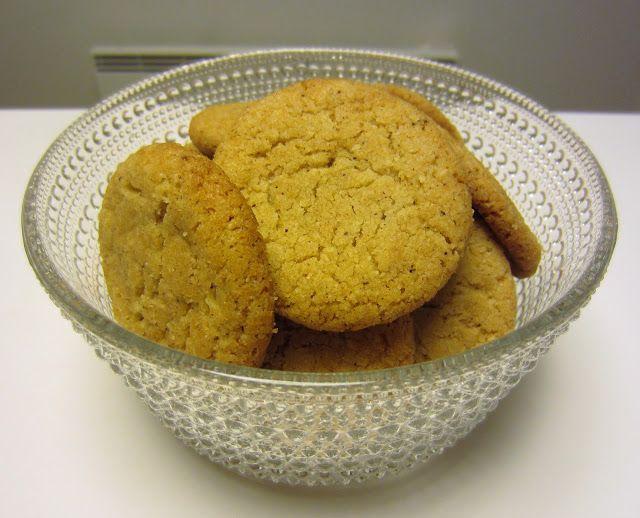 Herkkuja leipomassa: Kaneli-mantelikeksit/ Cinnamon-almond Cookies